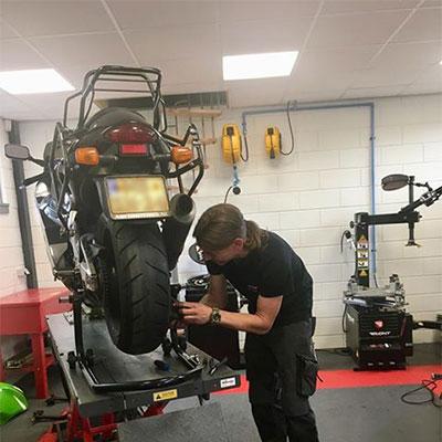 Werkplaats voor motoren in Geldermalsen